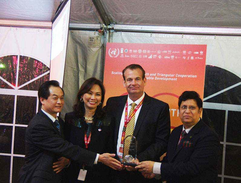ADEC Innovations CEO Receives UN Visionary Award Photo